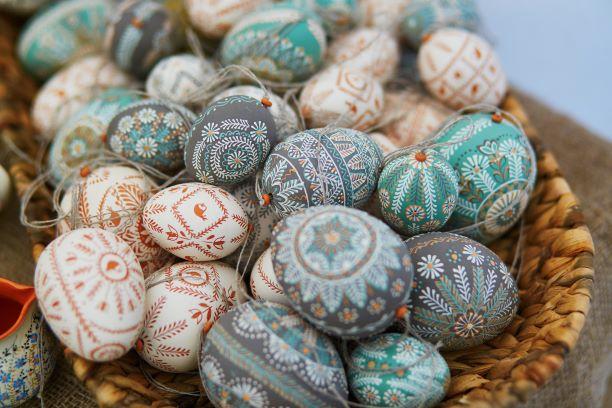 Wax Dye Easter Eggs