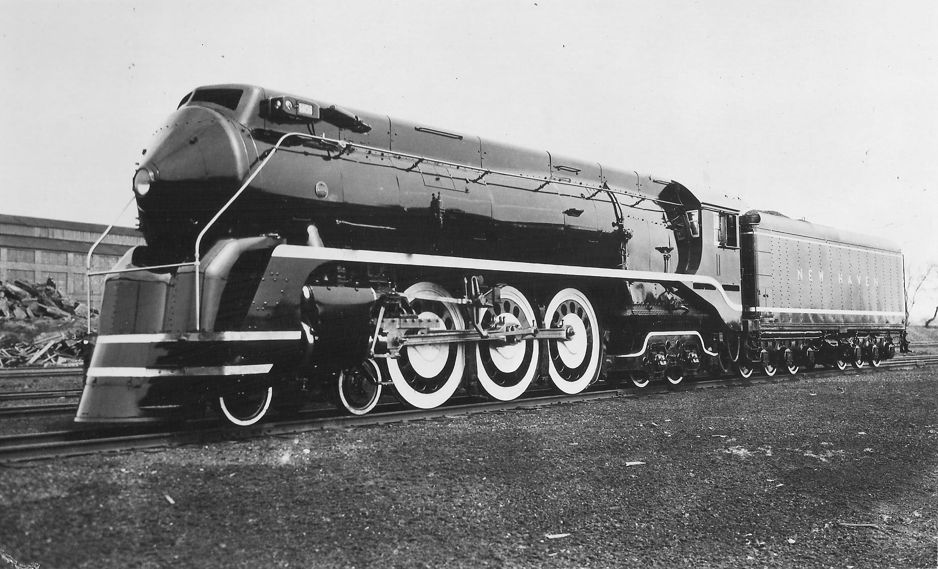 Streamlined Trains of the 1930s and Their Industrial Designers
