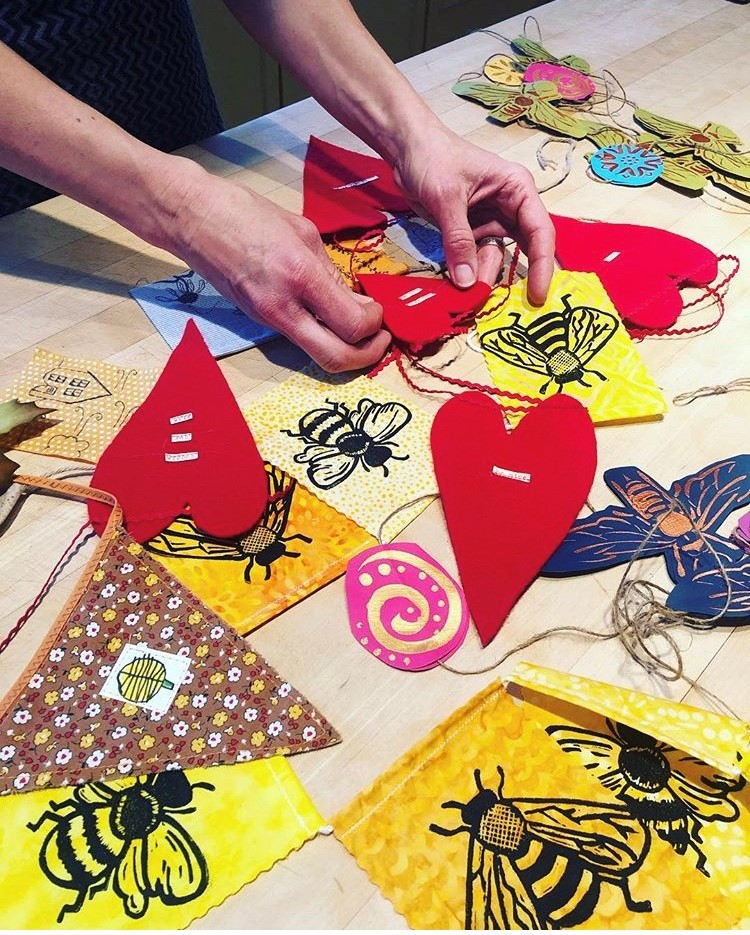 BeeChicas: Love the Bees Pollinators Flags!