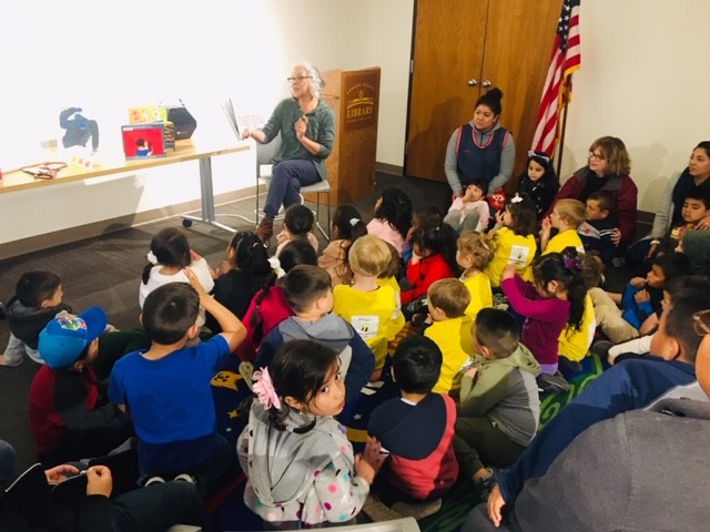 Bilingual Family Storytime - Cuentos y Cantos (ages 0-5)