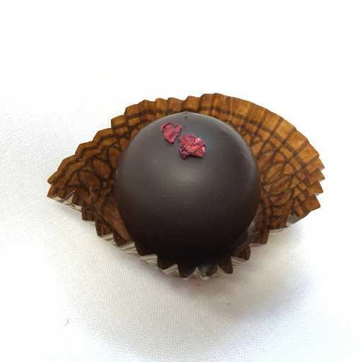 Make Holiday Chocolate with Laughing Gull Chocolates