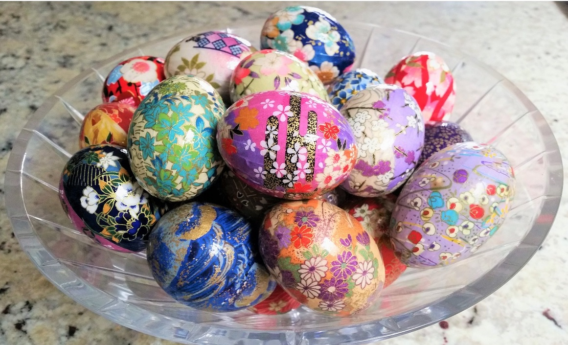 Decorating Japanese Washi Eggs with Linda Bowers