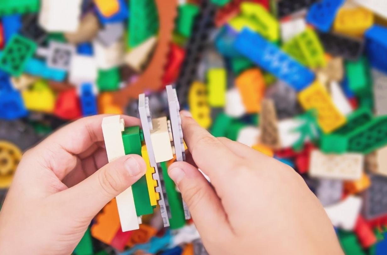 Lunch & LEGO (via Zoom)