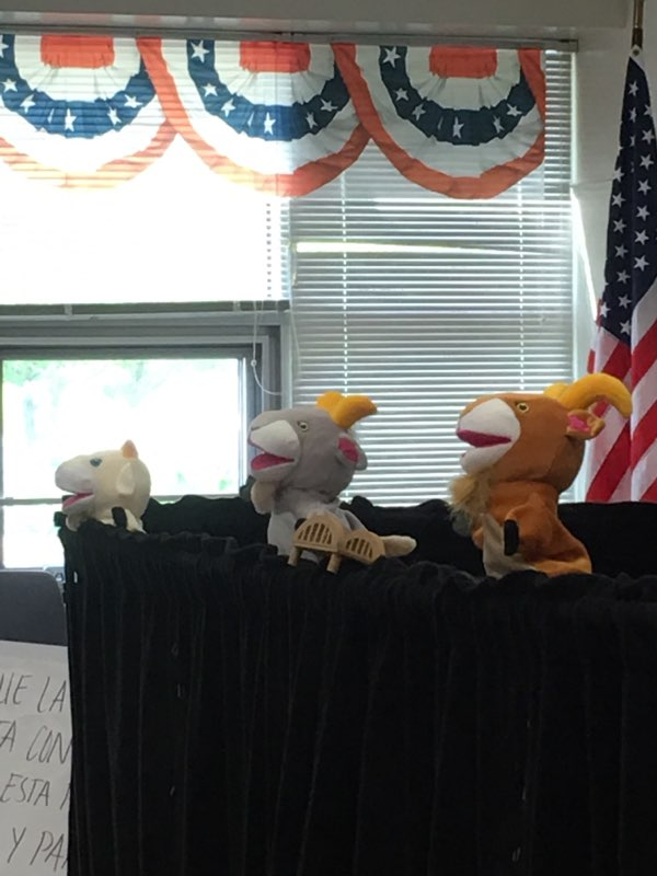 Bilingual Puppet Show!