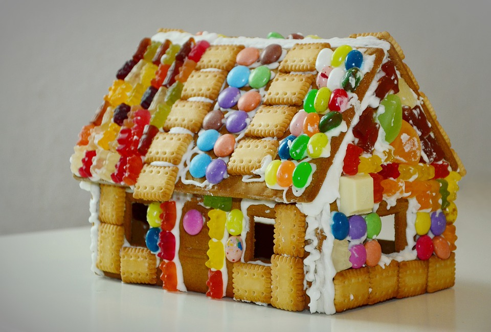 Graham Crackers Gingerbread House