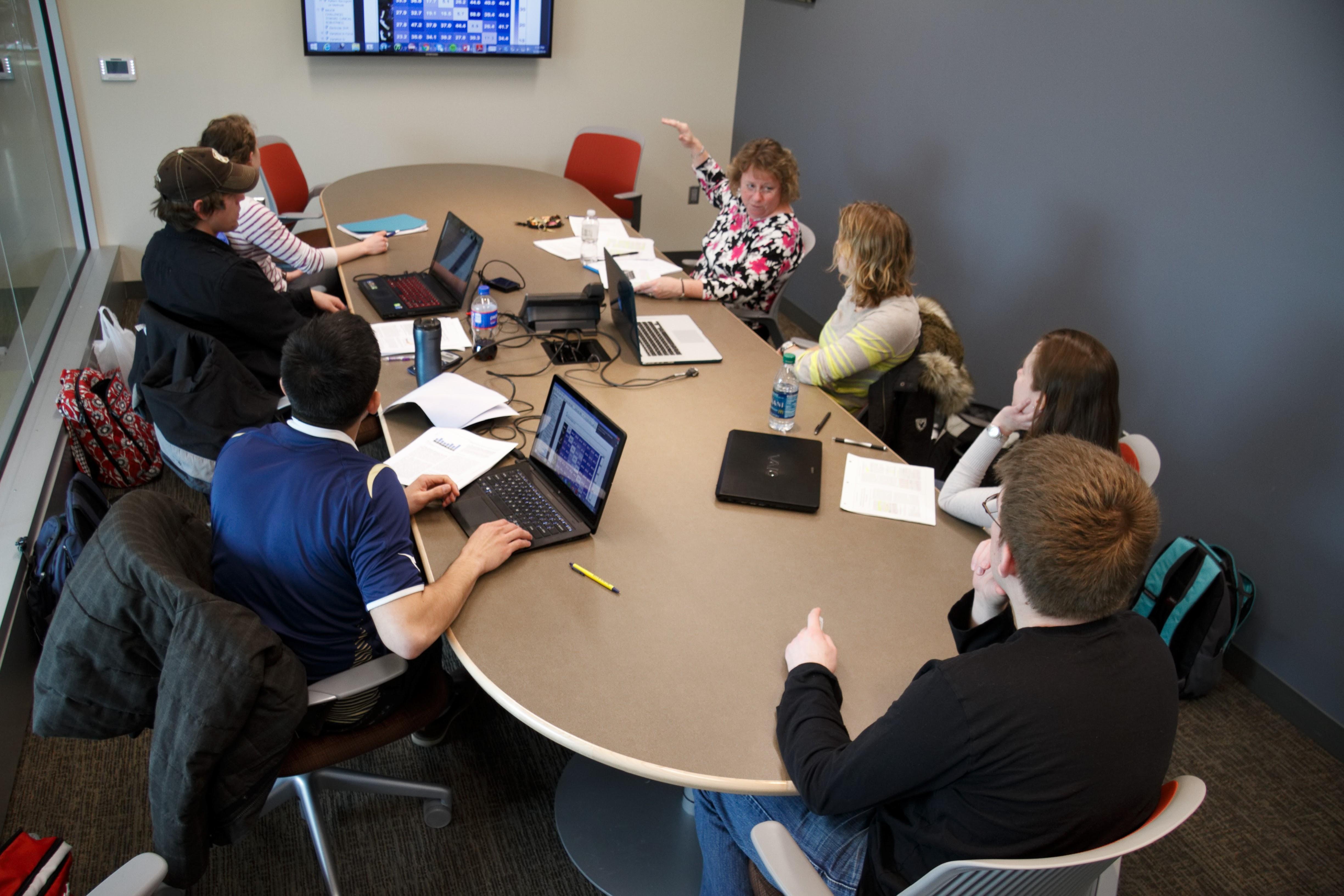 Facilitating an online course (An online 7 week faculty seminar, 1/14 - 3/3)
